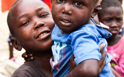 Two years after the earthquake that destroyed the country and made thousands dead, including parents and mothers, orphans rely on their brothers and in the families of friendly friends to continue their lives and recreate routines. Port-au-Prince, Haiti, 2012.